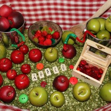 Apple sensory bin.  This one was so fun to make: green split peas, plastic apples from Joannes, red and green pom poms, red glass stones, red and green beads, and some pipe cleaners